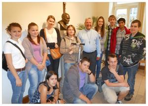 Firmkandidaten auf Besuch bei P. Peter Lier (großes Bild per Mausklick!)
